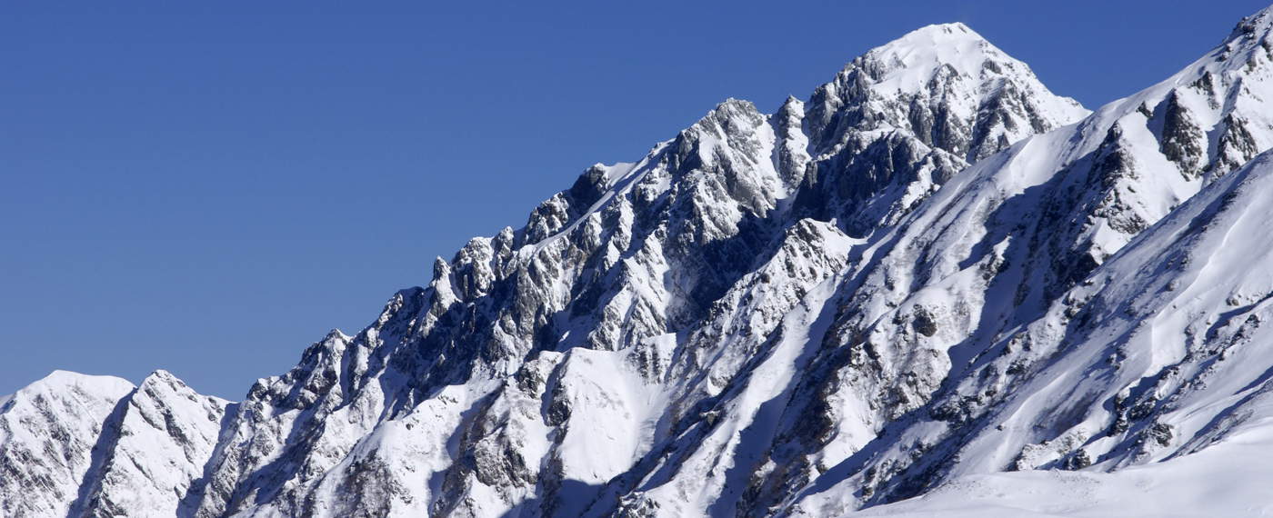 At 2,999 m, this is one of the most challenging peaks for climbers in Japan.